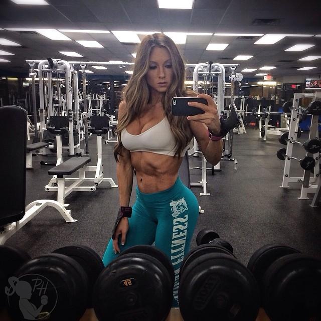 """После этого Пейдж решила полностью посвятить свою жизнь спорту — она называет себя """"адвокатом женского фитнеса"""", разрабатывает собственные системы упражнений и активно рекламирует силовые тренировки."""