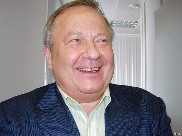"""Юрий Скуратов. В марте 1999 года по телеканалу """"Россия"""" был показан фильм """"Трое в постели""""."""