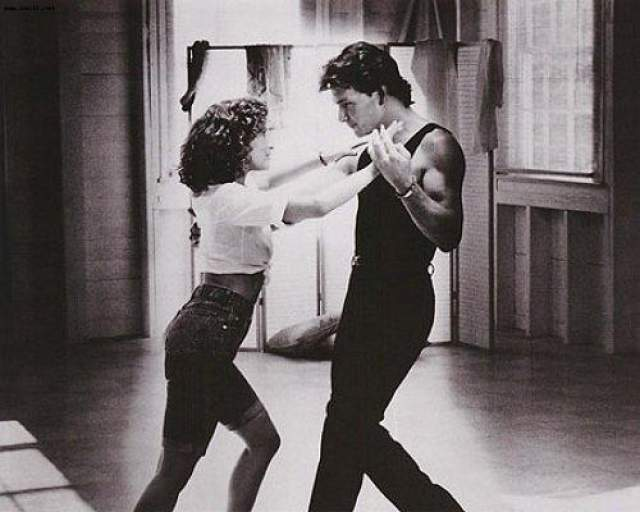 """Патрик Суэйзи и Дженнифер Грей Одна из самых успешных романтических мелодрам в истории """"Грязные танцы"""", как и все, что связано с ритмом и хореографией, не могла бы стать прокатным хитом, не присутствуй в фильме """"химия"""" между партнерами."""