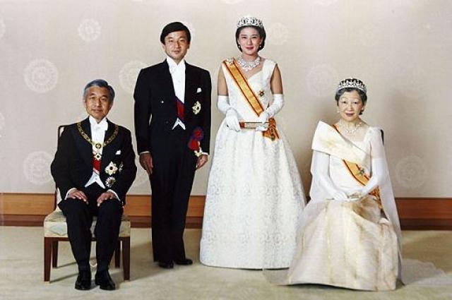 Однако из-за того, что дедушка потенциальной невесты был председателем корпорации, ответственной за экологическую катастрофу, повлекшую гибель людей, Масако не считалась хорошей партией для наследника.