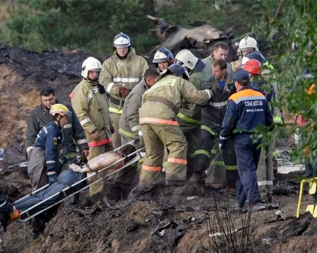 Погибли 44 человека. В этой катастрофе удалось выжить только бортмеханику Александру Сизову. Хоккеист Александр Галимов был жив еще пять суток, но затем скончался в больнице.