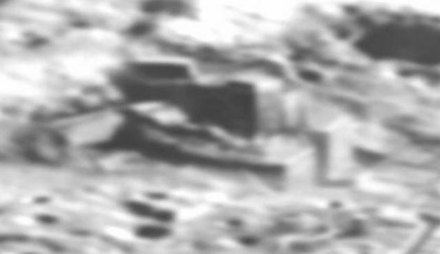 Снимки опубликовал Алекс Кольер, который известен тем, что пересказывает послания, поступающие из космоса от инопланетян.