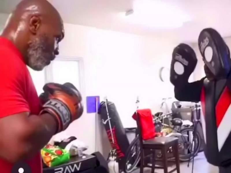 53-летний Майк Тайсон поразил своей формой на тренировке