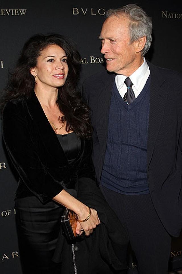 Клинт Иствуд и Дина Руиз. 86-летнего Клинта Иствуда давно называют не иначе как дамским угодником - у маститого режиссера семь детей от пяти разных женщин.