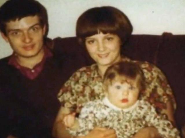 Он старался быть примерным семьянином с 19 лет, но его брак был подорван любовью к бельгийке Анник Оноре, припадки эпилепсии происходили все чаще.