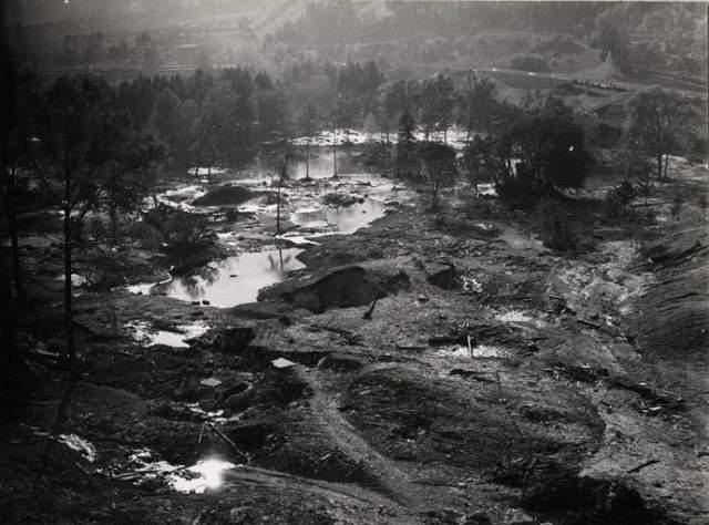 Миллионы кубометров воды, горной породы, деревьев валом высотой несколько десятков метров похоронили под собой Лонгароне, деревушки Пираго, Ривалта и Вилланова, а вместе с ними и от 2500 до 3000 жителей.