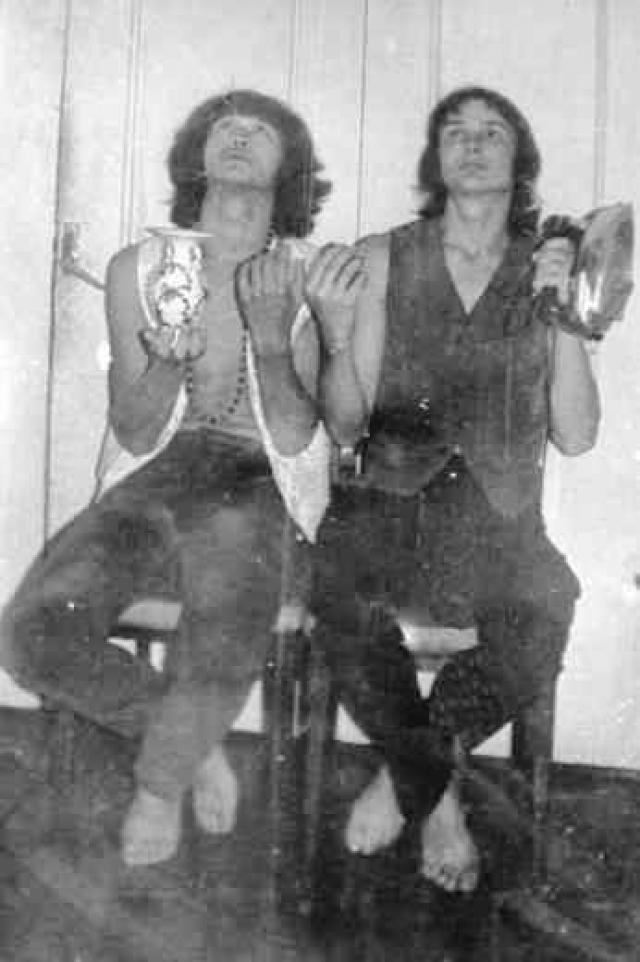 """Летом 1981 года появилась группа """"Гарин и Гиперболоиды"""". Ее основали Викторй, Олег Валинский и Алексей Рыбин. Осенью они были приняты в Ленинградский рок-клуб."""