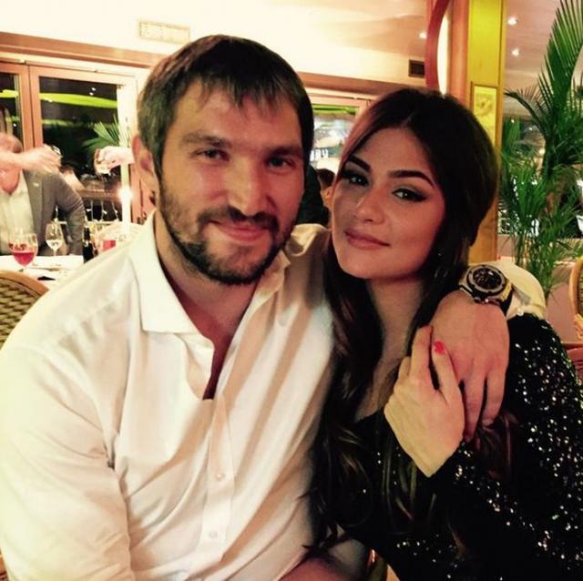 Родители Анастасии Шубской - актриса и режиссер Вера Глаголева и бизнесмен Кирилл Шубский, как и родители Александра, в восторге от выбора своих чад. Обе семьи уже не раз отдыхали вместе.