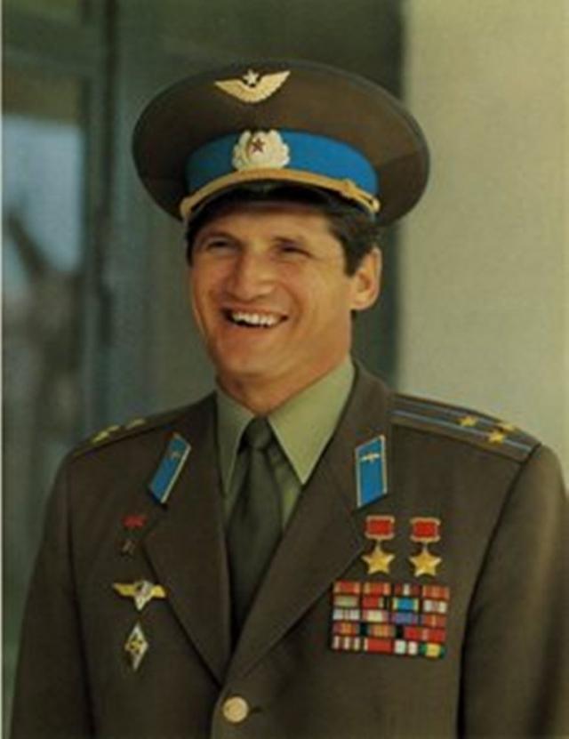 Позже Волынов продолжал службу в ЦПК до 1990 года. В мае 1990 года уволен в запас по возрасту и отчислен из отряда космонавтов. Таким образом, установил абсолютный мировой рекорд - 30 лет службы в отряде космонавтов.