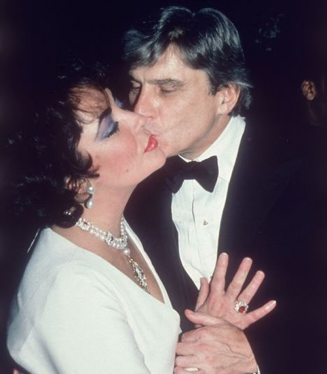 Прошло всего четыре месяца после развода, и Тейлор пошла под венец с сенатором Вирджинии Джоном Уорнером . В этом браке Тейлор страдала от одиночества. Спустя шесть лет они без скандалов разошлись.