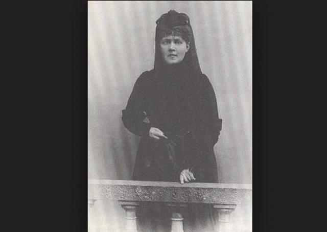 Через несколько лет тандему суждено было распасться: Элизабет, сестра Ницше, была недовольна влиянием Лу на ее брата и по-своему разрешила эту проблему, написав той грубое письмо.
