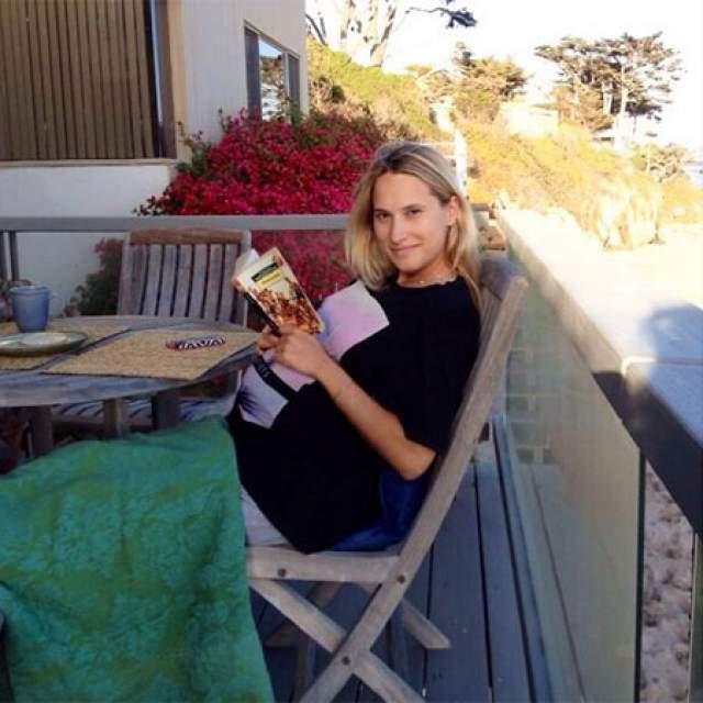 Спустя год все заговорили о беременности звезды, но сама Марика эту информацию не подтверждала. Когда животик уже нельзя было скрыть, телеведущая начала путать следы. В ее Instagram то и дело появлялись фото на разных сроках беременности.