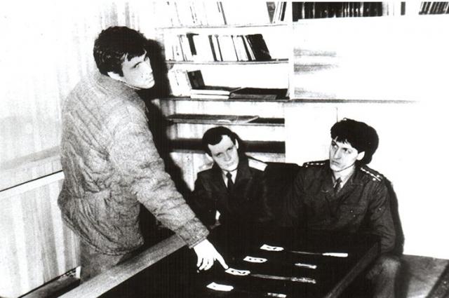 19 октября 1994 года приговорен судом к высшей мере наказания - расстрелу.