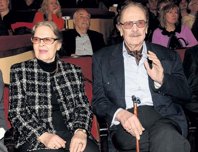 Был трижды женат. С последней супругой Ириной Сергеевой актер прожил вместе 45 лет.