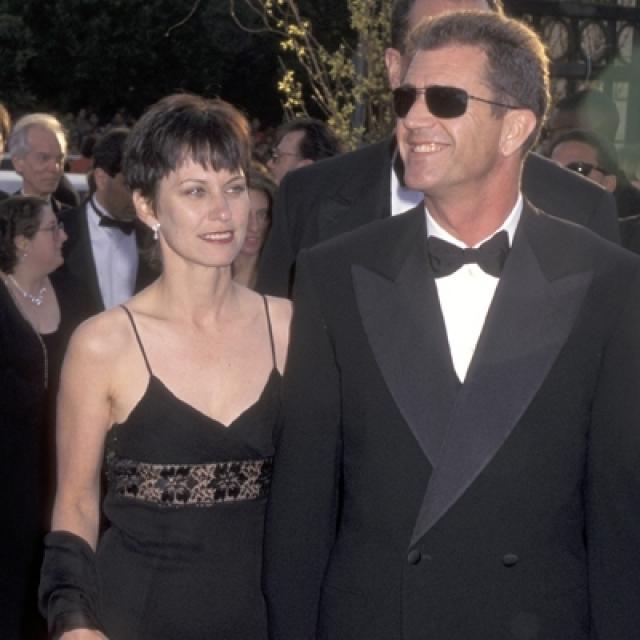 По судебному решению Гибсону пришлось оставить супруге половину своих 850 млн долларов, а кроме того, он обязан выплачивать Робин проценты с прибыли от каждого своего фильма.
