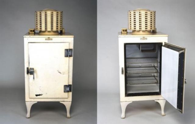 """Холодильник. В 1911 году американская компания """"Дженерал Электрик"""" рискнула первой запустить в производство холодильный агрегат под названием """"Одифрен""""."""