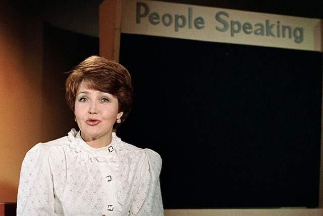 В 1993 г. 55-летняя телеведущая ушла на пенсию и с тех пор на экранах почти не появлялась, в отличие от Александра Маслякова. Она преподавала в Высшей национальной школе телевидения, а потом решила посвятить все свободное время своей семье. То, во что превратилось телевидение, по ее словам, ее разочаровало, поэтому сейчас она даже не смотрит телевизор.