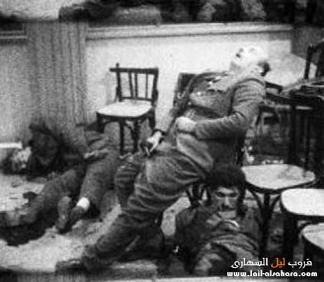 Пули пробили шею и грудь, задев легочную артерию. Садат был доставлен в госпиталь, где и скончался.