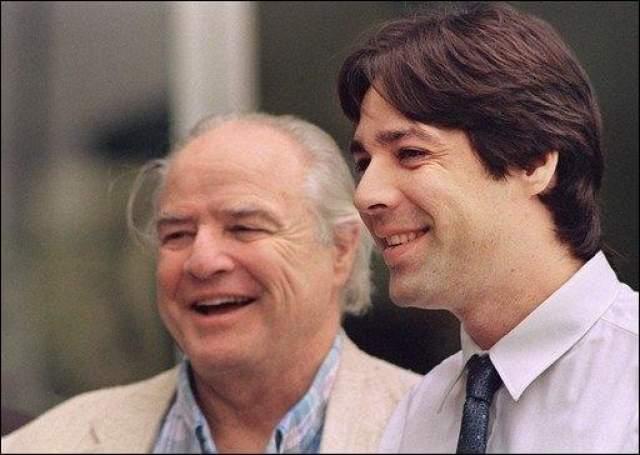 Сыгравший отца Супермена Марлон Брандо вскоре после съемок попал в тюрьму. Спустя короткий промежуток времени умер его сын Кристиан.