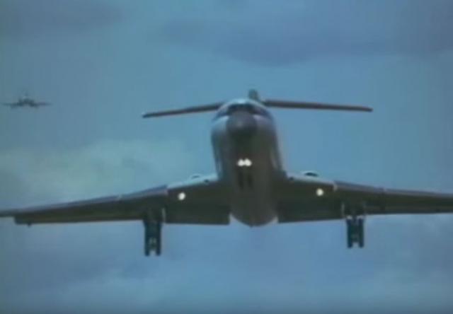 Семья из одиннадцати человек села на борт Ту-154. Официальной целью их поездки были гастроли в Ленинграде.