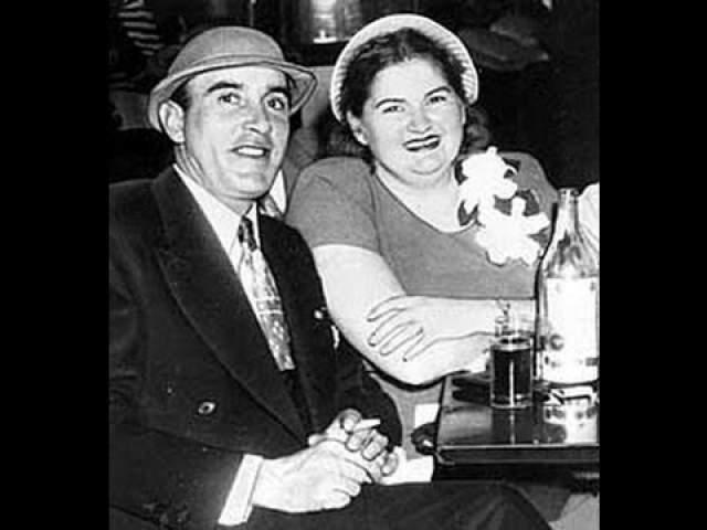 """Раймонд Фернандес и Марта Бек. Известные как The Lonely Hearts Killers (""""Убийцы одиноких сердец"""") преступники обвинялись в убийстве 20 женщин с период с 1947 по 1949 год."""