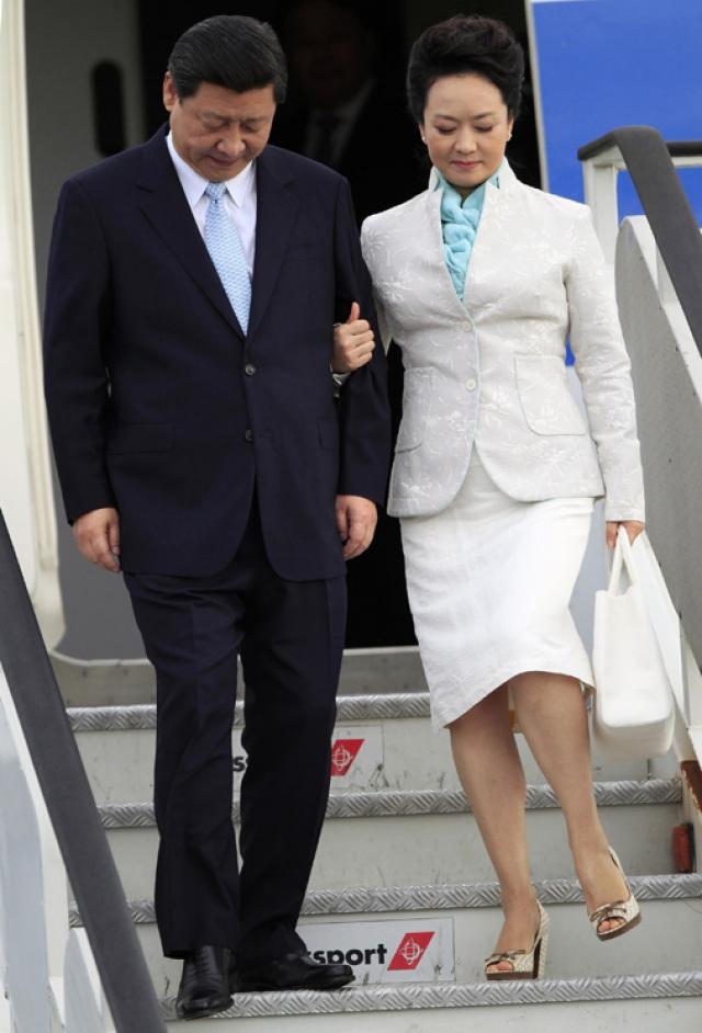 Пэн Лиюань - первая леди Китая, жена Си Цзиньпина, - очень неординарная личность. До Пэн ни одна из жен китайских правителей не была публичным лицом и не участвовала в официальных мероприятиях.