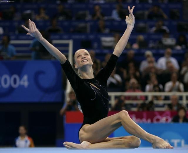 Светлана Хоркина - гимнастка, чемпионка в упражнениях на брусьях.