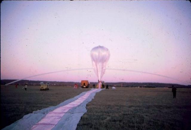 В частности, он вложил эти средства в воздушный шар, который курсировал по Америке в рамках кампании против идеи изменения климата.