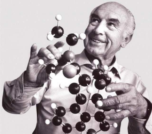 Альберт Хофман, 1906-2008. Швейцарский химик и литератор прожил 102 года. И если вы не знаете его имени, то наверняка знаете о его открытии - именно он в свое время открыл наркотик ЛСД. И даже первым его попробовал.