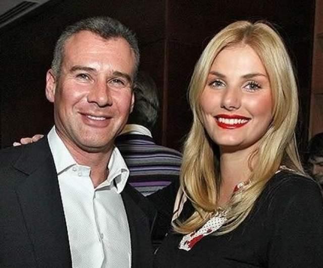 Через два года девушка покорила нового бизнесмена, Алексея Нусинова, который стал ее супругом в 2010 году. В браке родилось трое детей: Андрей, Алла и Александр, но брак не продержался более пяти лет.