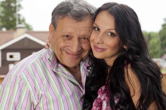 Анна Грачевская. После четырех лет отношений девушка ушла от 66-летнего Бориса Грачевского и забрала с собой полуторагодовалую дочь Василису.