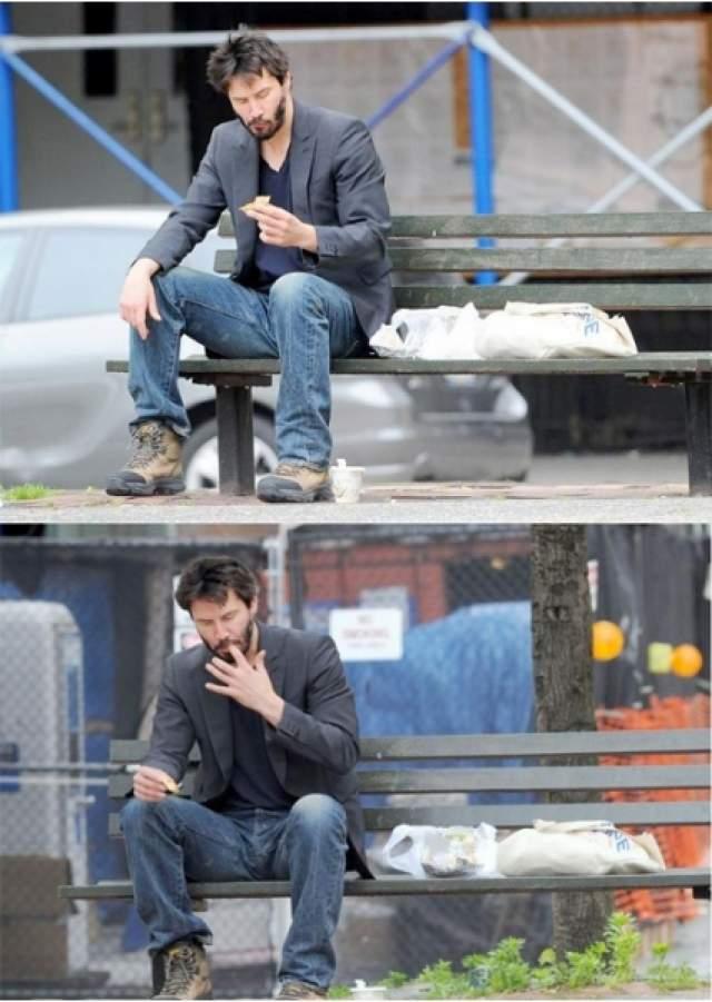 Грустный Киану Ривз . Удачный снимок сделали папарацци в начале лета 2010 года. Актер сидел в парке с пирожком в руке.