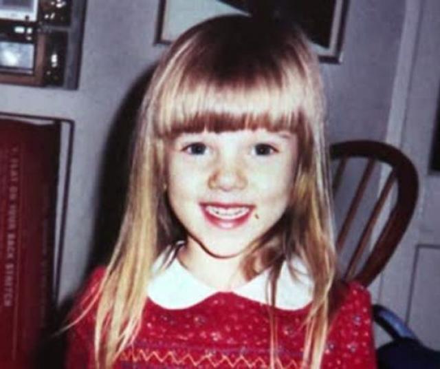 """Сниматься в кино Скарлетт начала с 9 лет, а в 11 лет она уже играла в паре с Шоном Коннери. После ее дебютных ролей газета The Sun написала про нее, что она похожа на """"веселого поросенка из диснеевского мультфильма"""""""