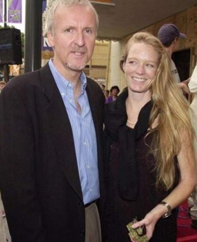 """Пара познакомилась в 1991 году, однако брак был заключен лишь через шесть лет. Отношения дали трещину после того, как на съемках """"Титаника"""" Кэмерон увидел актрису Сьюзи Эмис (исполнила роль внучки Розы). На фото: Джеймс Кэмерон и Сьюзи Эмис"""