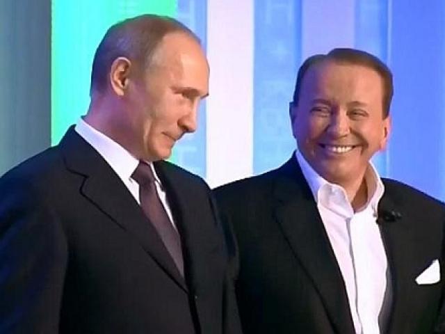 """Впоследствии, он прокомментировал это следующим образом: """"Мы поспорили с Масляковым, кто из нас больше любит Путина. Александр Васильевич победил""""."""