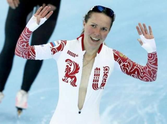 Ольга Граф Российская конькобежка Ольга Граф после того, как заняла третье место в скоростном беге на коньках на дистанции 3 тыс. м на Олимпиаде в Сочи, неожиданно стала раздеваться. Неожиданно, в первую очередь, для самой себя.