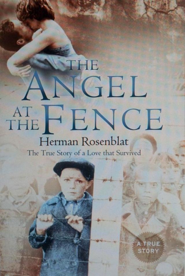 В своей книге Розенблат утверждал, что девушка передавала ему еду через забор концлагеря. Однажды в 1945 году он сказал ей, что сегодня ему не нужно яблоко, поскольку его через несколько часов ведут в газовую камеру.