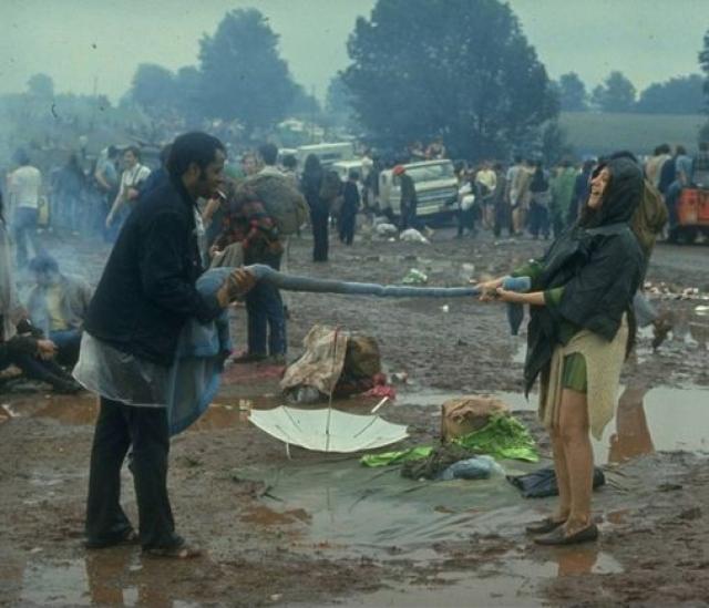 Битлы были в стадии распада - Маккартни отказался, Леннон хотел приехать с Йоко Оно, но отказали ему.