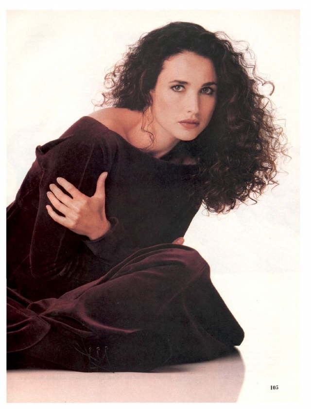 Энди снималась для Vogue и в рекламных кампаниях таких брендов, как Yves Saint Laurent и Armani. Тогда же в 80-х стала официальным представителем L'Oreal и, кстати, занимает эту должность до сих пор.