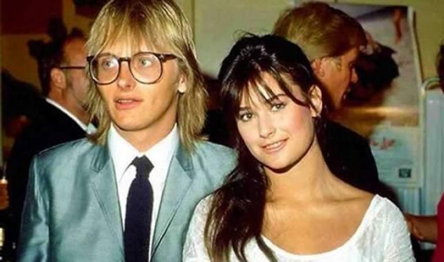 Известной на весь мир фамилией Деми обязана своему первому мужу, музыканту Фрэдди Муру.