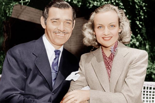 После трагической смерти его третьей жены Кэрол Ломбард актер стал военным летчиком и участвовал в авианалетах на Германию. Кроме того, он запил и сильно похудел.