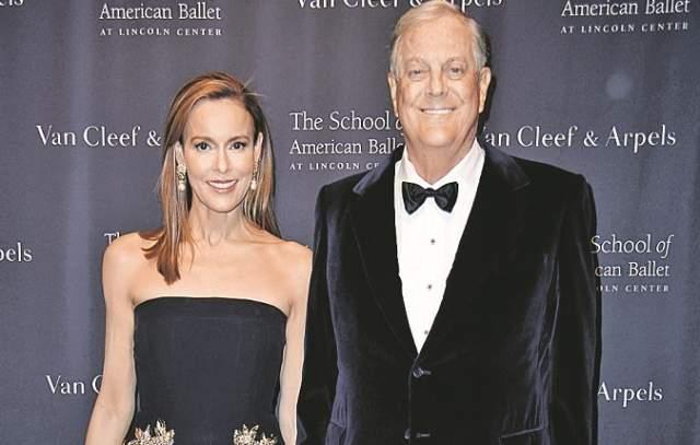 Дэвид Кох Дэвид Кох владеет солидной суммой в $42,0 млрд. О его состоянии известно городило больше, чем о супруге - Джулии Маргарет Флешер.