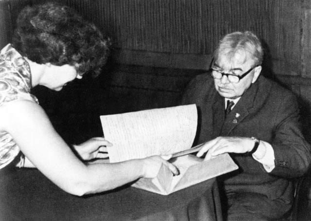 Ванга велела Леонову вернуть филодендрон, который он подарил Союзу писателей, в дом, так как этот цветок – покровитель творческих людей, он вдохновляет писателя на новые темы и книги. И тот, конечно, последовал совету Ванги.