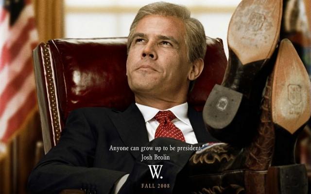 """Еще на экраны вышла другая сатира на Буша – фильм Оливера Стоуна """"W"""", в котором Буша играет Джош Бролин, в одном из эпизодов фильма он сидит в Овальном кабинете Белого дома в любимой позе президента, положив ноги в черных ковбойских сапогах на президентский стол."""