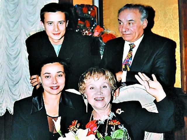 В 1996 году случилось несчастье. В квартиру Надежды Румянцевой проникли воры, скрутили мужа Румянцевой. Надежда ринулась на помощь супругу.