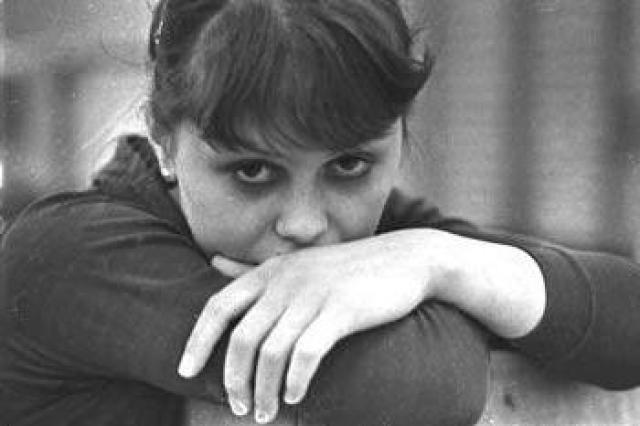 Несмотря на это спортсменка не бросила выступления, и на показательных выступлениях осенью 1979 года в Англии сломала ногу. Провела полтора месяца в гипсе, после чего выяснилось, что кости разошлись.