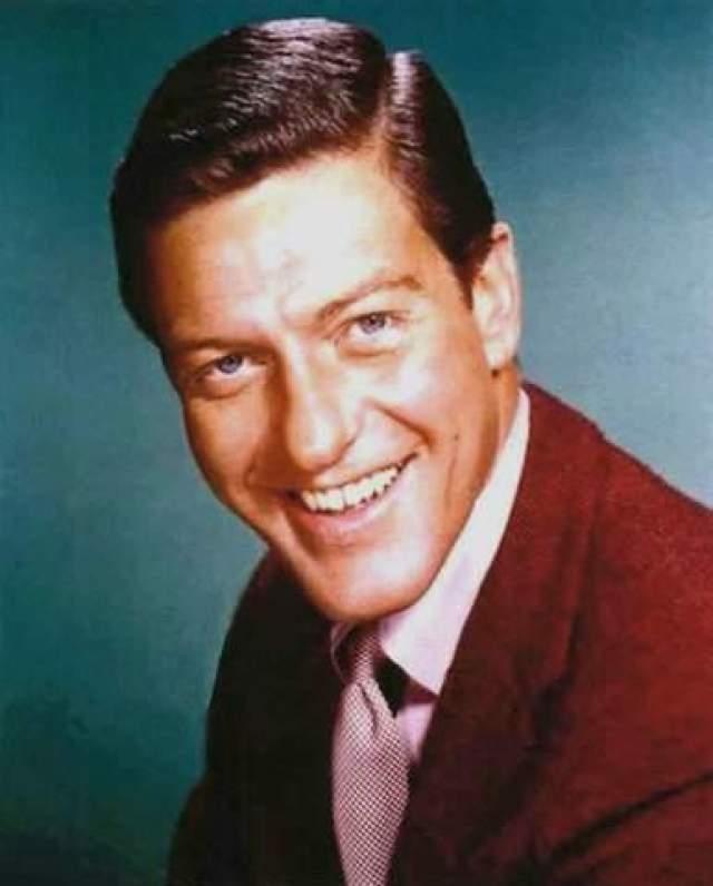 """Дик Ван Дайк, 93 года Американский актер, комик, сценарист и продюсер. Первого успеха добился в 1960 году на Бродвее, когда за роль в мюзикле """"Пока, пташка"""" был удостоен премии """"Тони""""."""