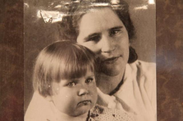 Тогда у нее родилась дочь, имя отца которой Мария скрывала до конца своих дней. В годы Великой Отечественной войны она снова была на фронте в составе агитбригады. В 1981 г. Мария Попова умерла в возрасте 85 лет.