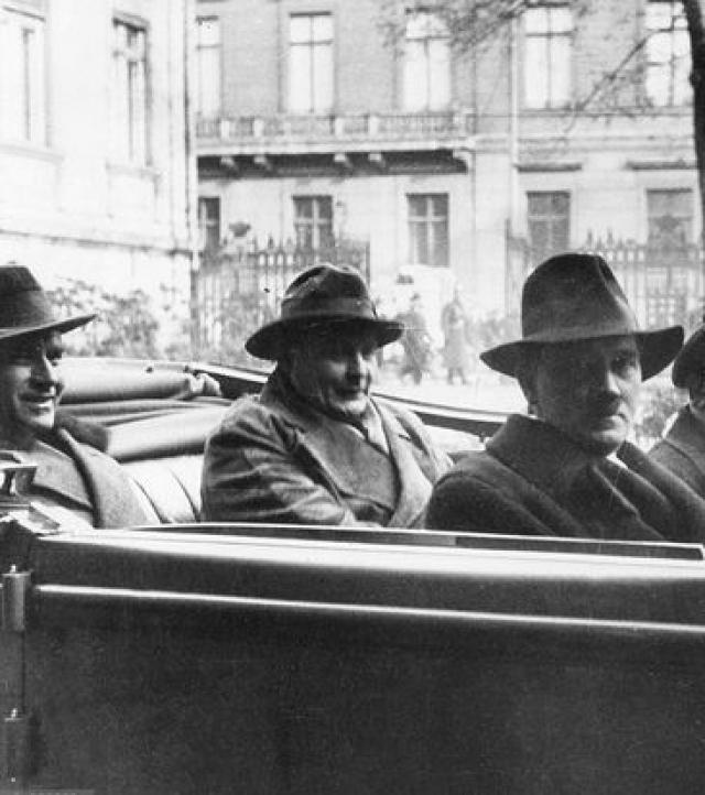 2 июня того же года группа неизвестных обстреляла из засады на дороге автомобиль с Гитлером в окрестностях города Штральзунд.