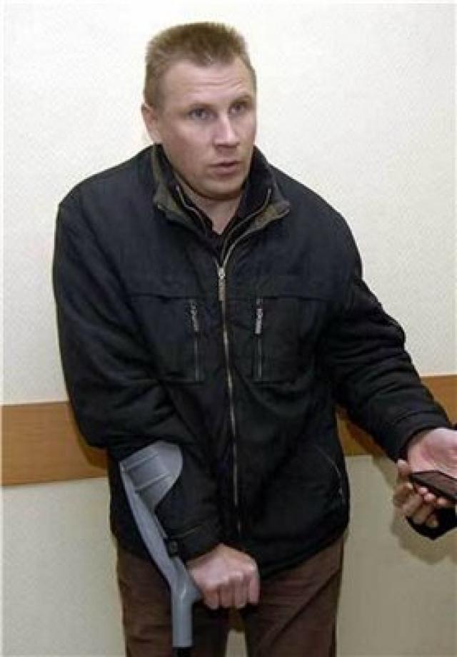 """В результате лобового столкновения Шершунов и его водитель скончались на месте, а водитель """"Форда"""" получил множественные травмы. """"Мерседес"""" губернатора следовал в Москву без сопровождения ГАИ."""